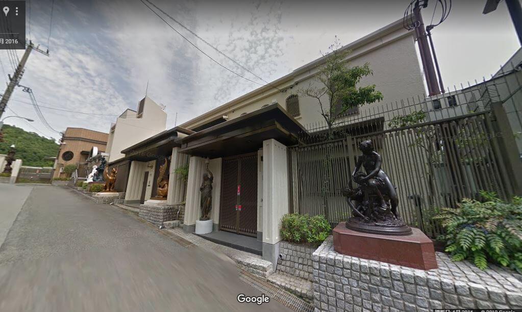 神戸市東灘区の個性的な豪邸外観